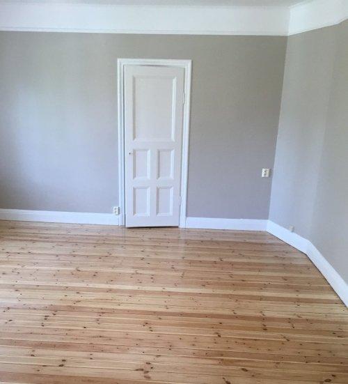 Våra professionella målare i Huddinge utför invändig målning i villa, lägenhet och fastighet.