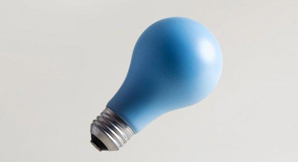 målad glödlampa