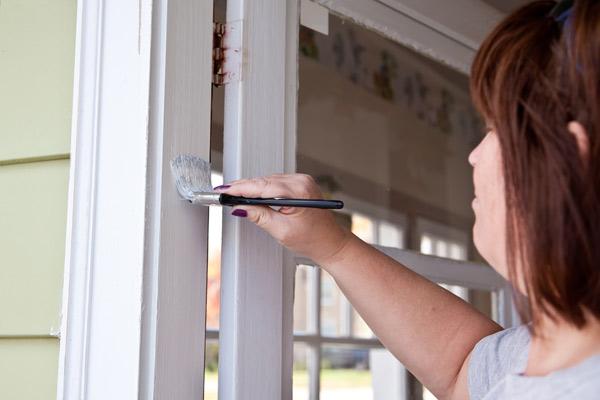 måla dörr vit