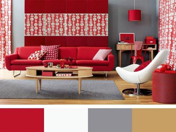 grått och rött vardagsrum