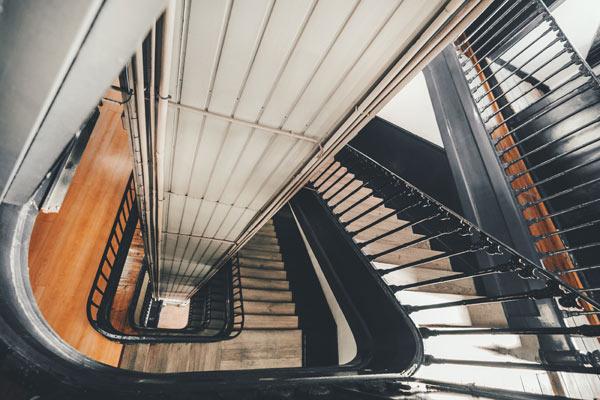 klassiskt trapphus i Stockholm