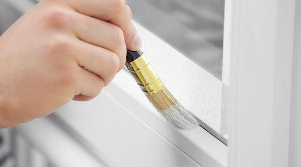 fönstermålning med vit färg