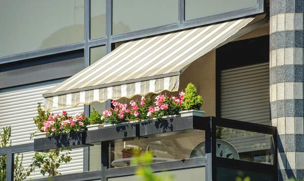 markis på balkongen i en lägenhet i Stockholm