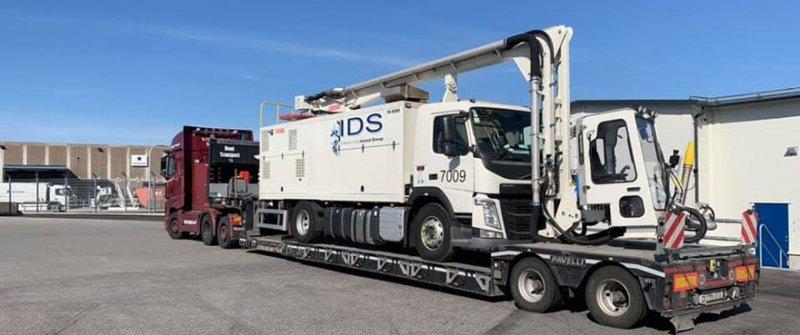 vi erbjuder maskintransport av lastbilar