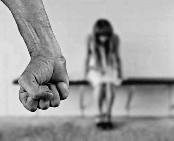 Svart beratta for andra om misshandelsrelation