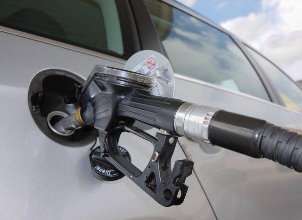 tanka bilen med bensin