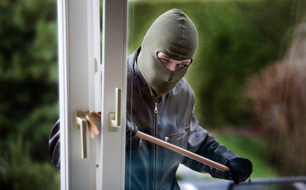 ha övervakningskamera som skydd mot tjuvar