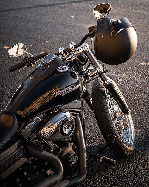 Motorcykel med hjälm