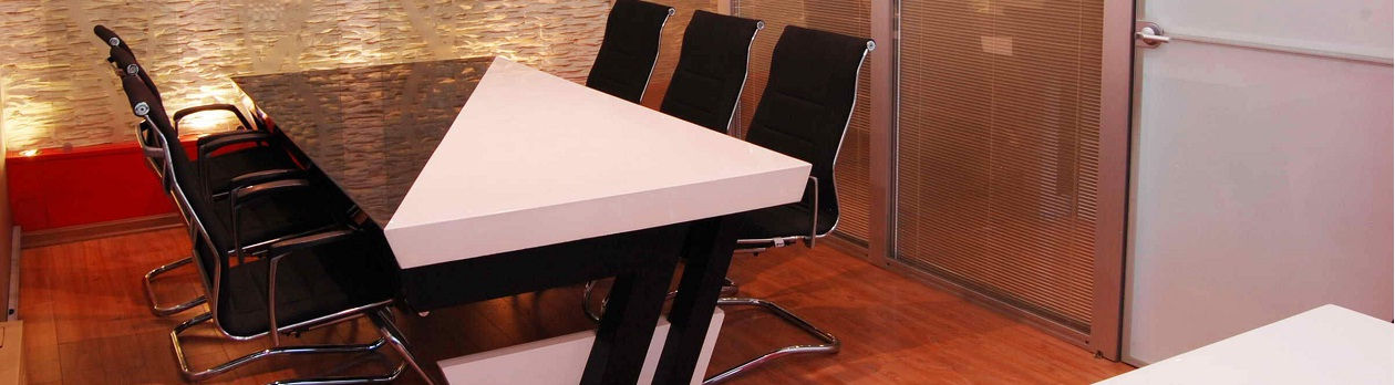 تجهیز و دکوراسیون کنفرانسی , میز و صندلی کنفرانس دکومیـــر