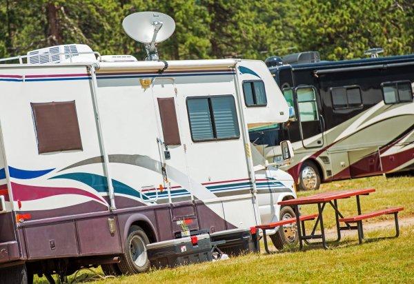 Elerk för husbilen till campingen