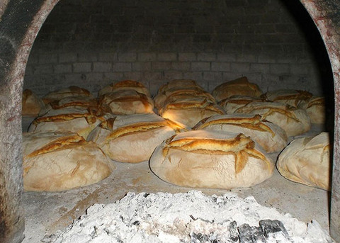 La cottura del pane dal Medioevo ai giorni nostri