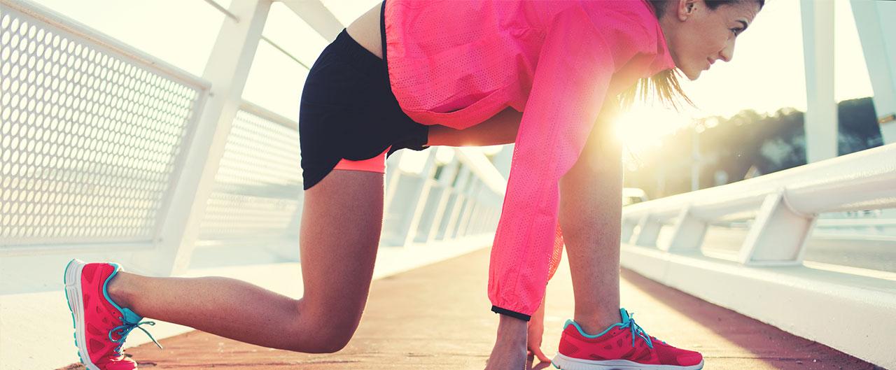 Kvinna gör sid redo för att träna