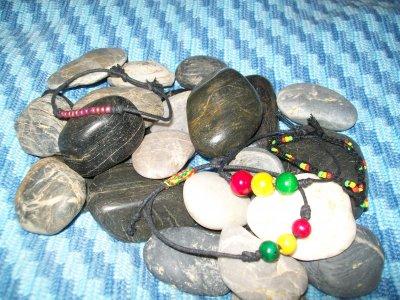 Vaxad svart bomull med trä/glas pärlor