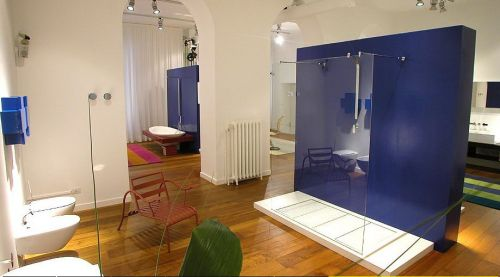 badrum i blåa färger