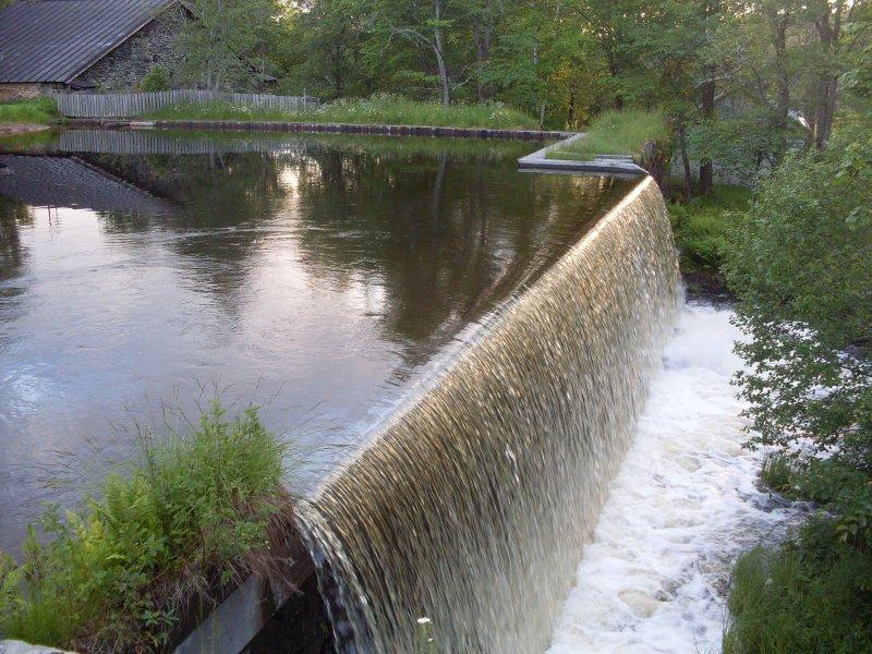 husbyringen-litet-vattenfall.jpg