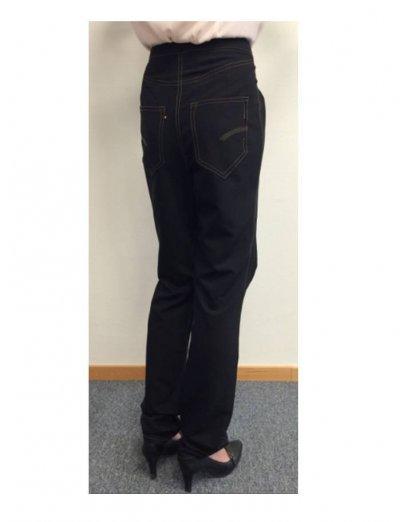 /svarta-jeans-med-bakfickor.jpg