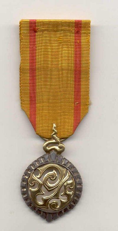 /king-mongkuts-royal-cypher-medal.jpg