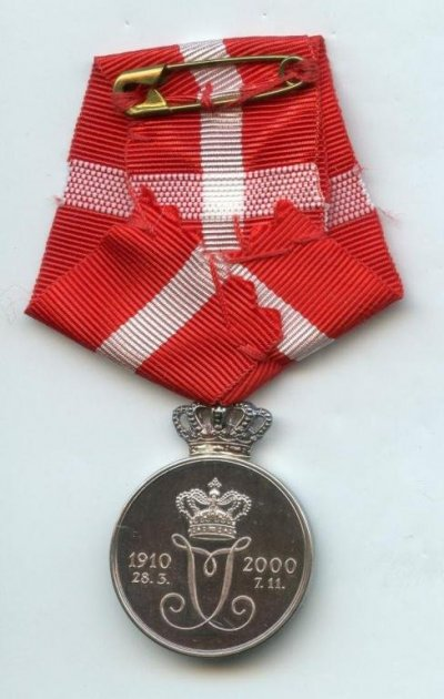 /ingrid-memorial-medal-which-commemorate-the-passing-of-queen-ingrid-7-11-2000-back.jpg