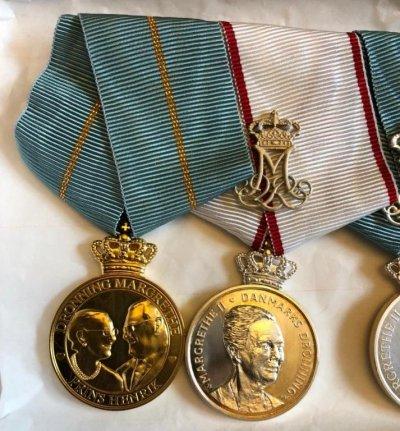 /queen-margrethe-ii-prince-hendrik-golden-wedding-jubilee-medal-1967-2017-och-queen-margrethe-ii-75th-anniversary-medal.jpg