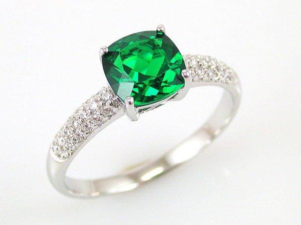 Silverring med grön sten