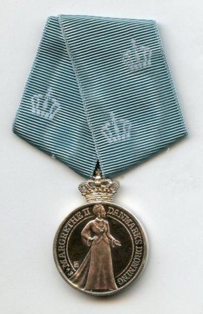 /silver-jubilee-medal-1972-1997-front.jpg