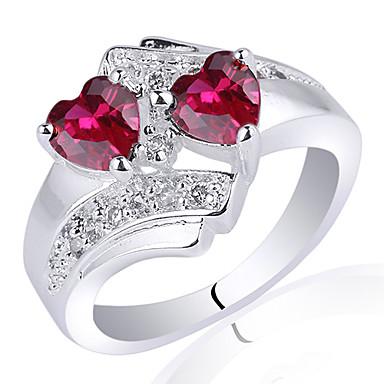 Silver ring med hjärtan röd sten