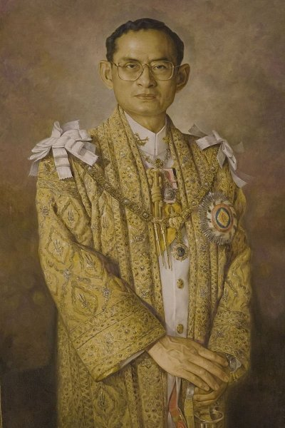/portrait_painting_of_king_bhumibol_adulyadej-rama-9.jpg