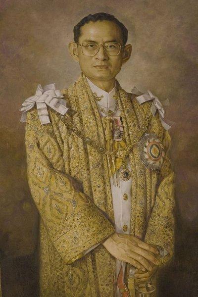/portrait_painting_of_king_bhumibol_adulyadej-rama-9.jpg