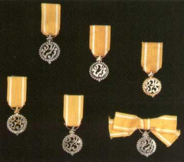 /king-bhumibol-adulyadejs-royal-cypher-medal.jpg
