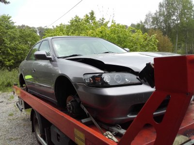 Skrota bilen med kostnadsfritt med hämtning