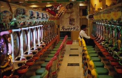 /slot-machine-saloon.jpg