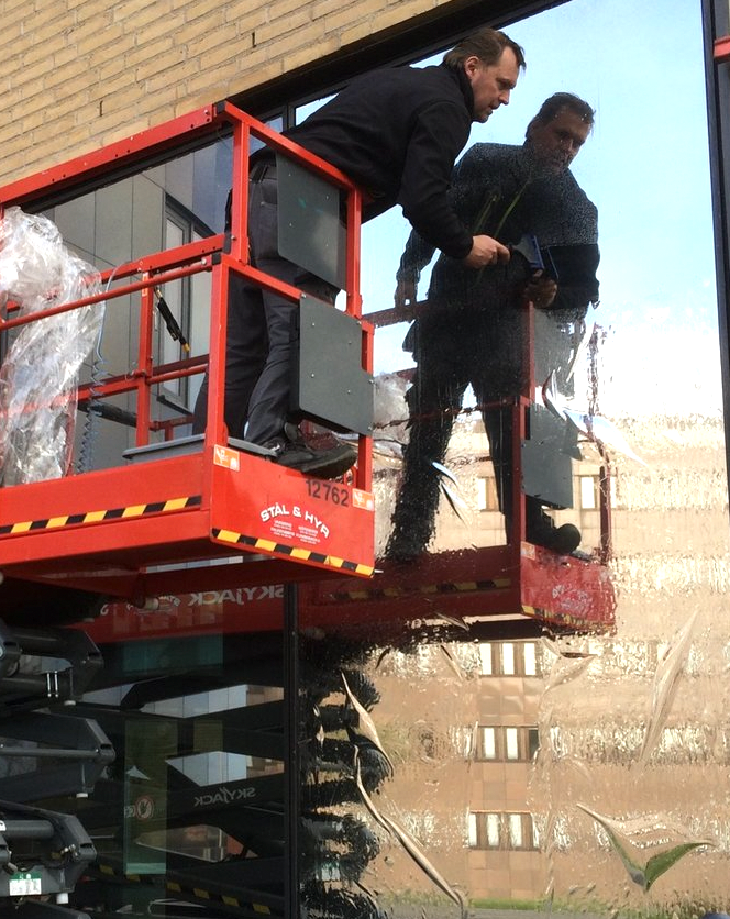 Vi monterar solfilm i Göteborg åt företag och privatpersoner.