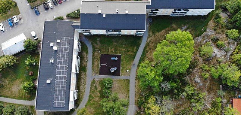 Vi installerar solceller för BRF.
