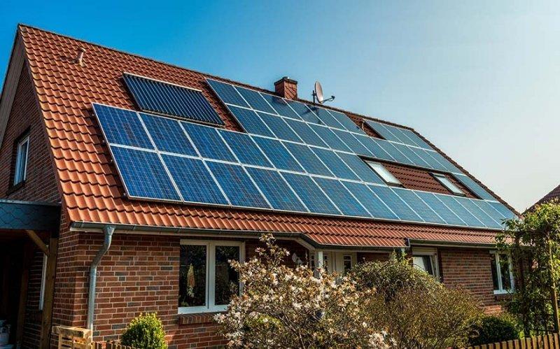 När du installerar solceller i Linköping har kvalité betydelse. Därför arbetar vi bara med de bästa leverantörerna.