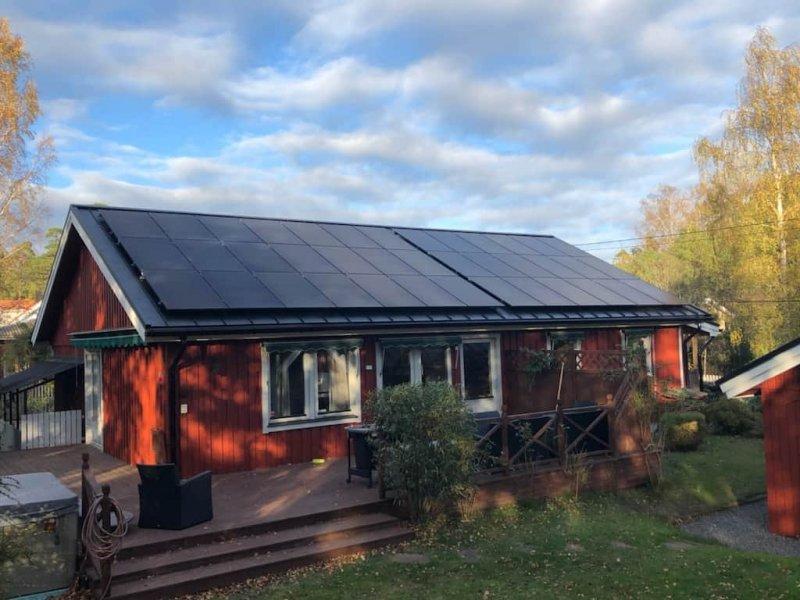 Hus med solceller på Dalarö.