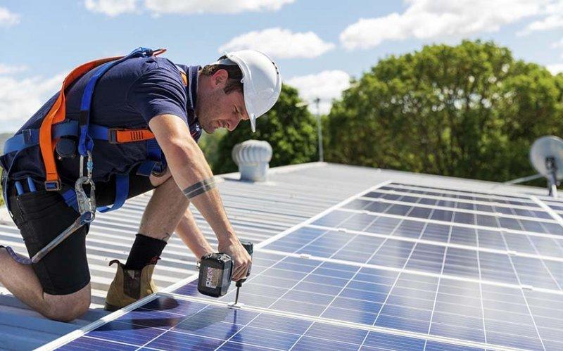 Hör av dig till oss när du vill installera solceller i Linköping.