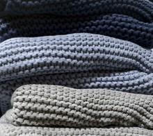 By Nord stickad filt 130x80 cm - mörkblå