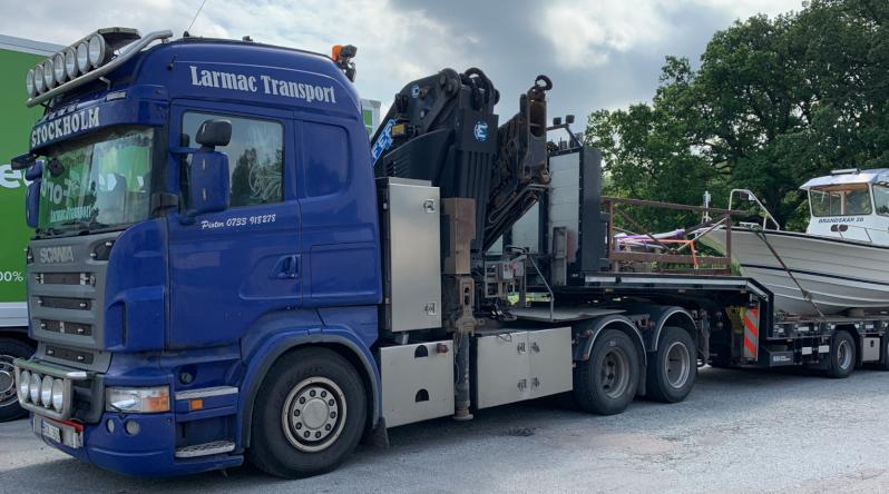 Vi erbjuder specialtransporter såsom båttransporter och maskintransporter över hela Sverige och Europa.