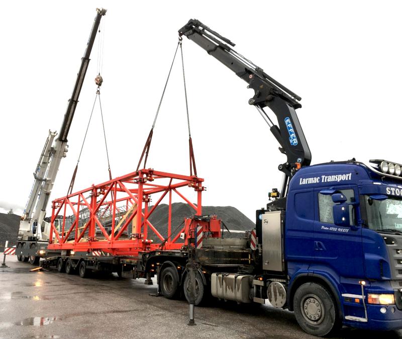 Förutom att vi kör specialtransport fyller kranbilar en stor del av vår verksamhet.