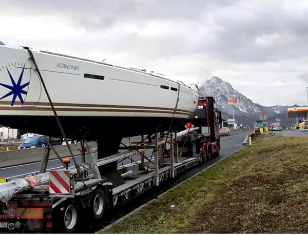 Vi är experter på båt- och specialtransport i alla storlekar.