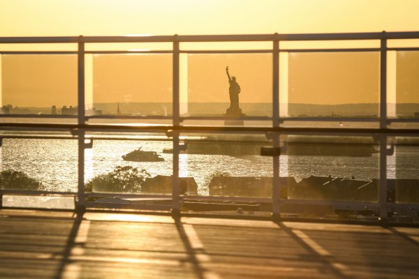 /13209399-view-of-liberty-statue-from-ship.jpg