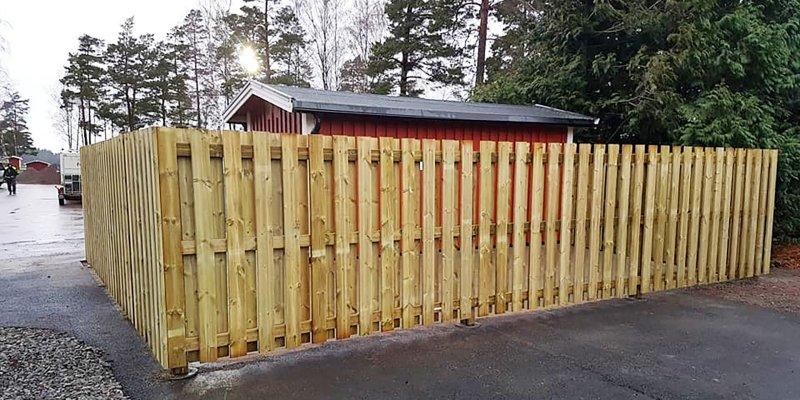 Vi sätter upp olika sorters stängsel i Värmland.