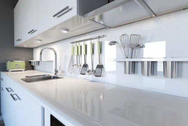 Diskbänk i ljust, modernt kök