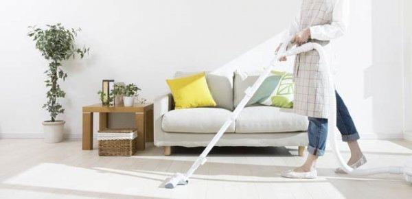 städa vardagsrummet