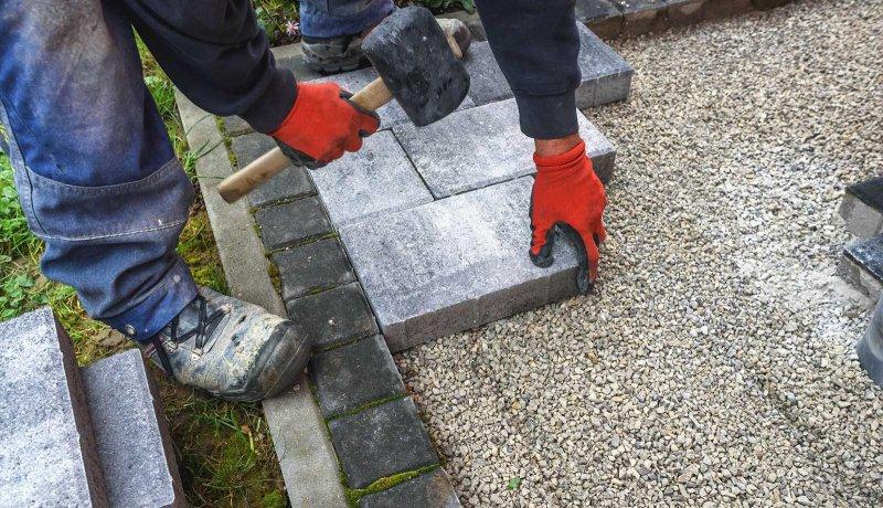 Stenens tjocklek är viktigt att tänka på vid en stenläggning i Västerås.