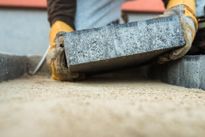 Vi erbjuder stenläggning i Norrtälje av gångar, körvägar, garageuppfart, uteplatser, trappor och altanbygge.
