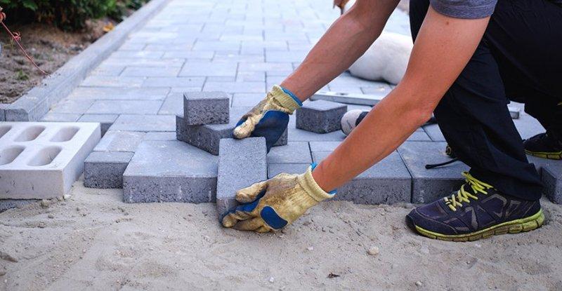 Vi är ett erfaret och pålitligt företag som utför stenläggning i Sollentuna.