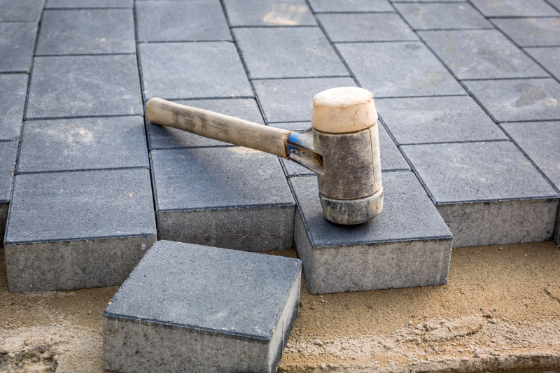 Vi är experter på stenläggning i Södertälje.