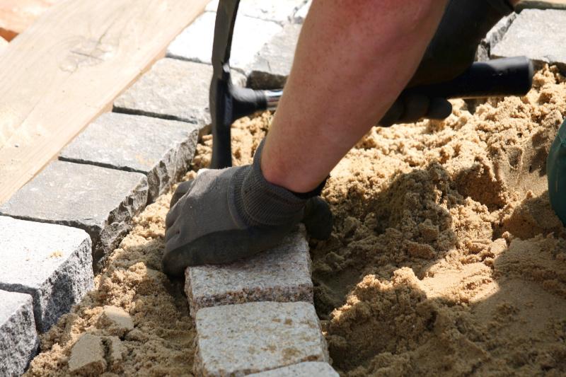 Vi erbjuder och utför allt inom platt- och stenläggning i Norrtälje.