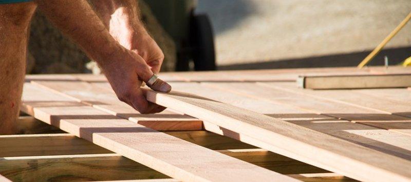 Vi hjälper dig bygga altan och utföra stenläggning i Sollentuna.
